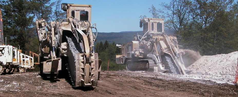Une réponse adaptée pour l'ouverture de tranchées aux dimensions de l'élément à enfouir. Une grande puissance de creusement, des rendements supérieurs aux moyens traditionnels d'excavation. Des techniques de pose mécanisée offrant la possibilité d'enfouir en simultanée au creusement.